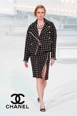 Chanel catalogue ( More than a month )